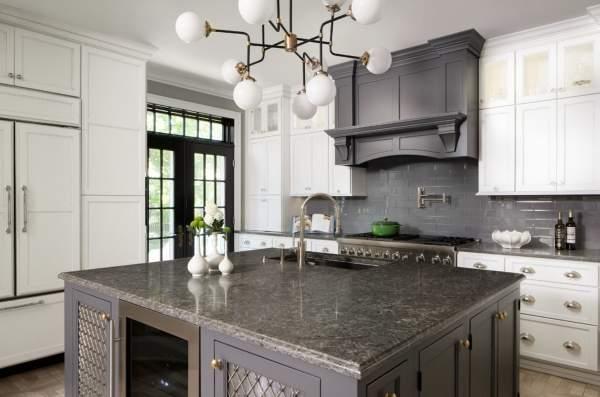 Шикарный дизайн белой кухни - фото в сочетании с серым