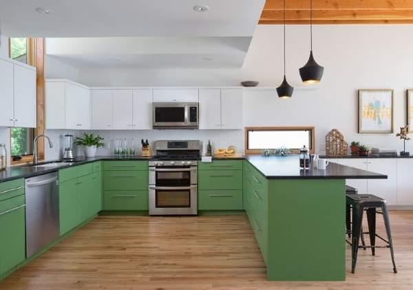 Кухня в белом и зеленом цвете - фото с темной столешницей