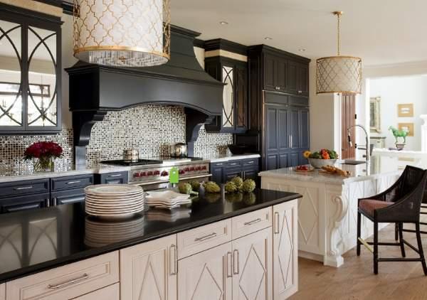 Шикарный дизайн черно белой кухни - фото в классическом стиле