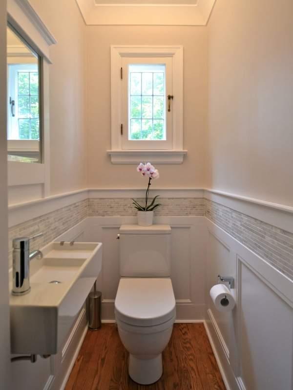 Дизайн маленького туалета с раковиной в частном доме