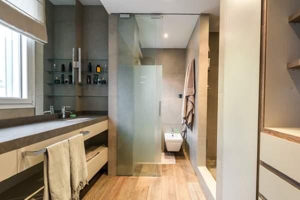 Раздвижные стеклянные двери для душевой кабины в ванной