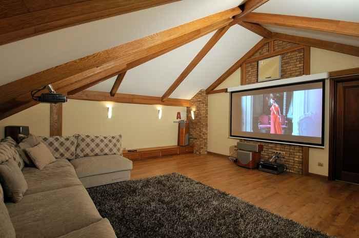 Интерьер небольшого частного дома - дизайн мансарды