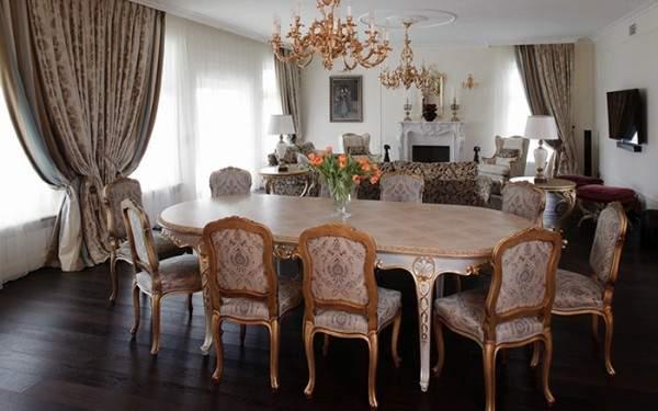 Интерьер гостиной столовой в частном доме в классическом стиле