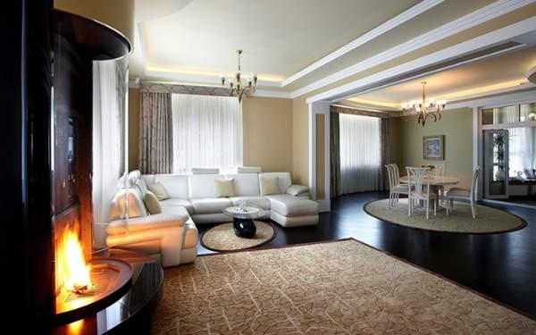 Современный интерьер совмещенной гостиной столовой в частном доме