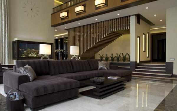 Ультрасовременный интерьер гостиной в частном доме с лестницей