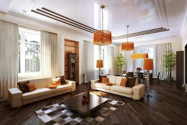 Интерьер маленькой гостиной в частном доме с обеденной зоной