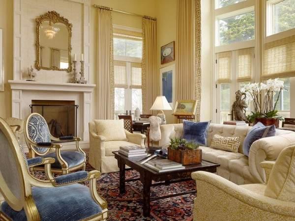 Роскошный интерьер гостиной в частном доме в стиле классика