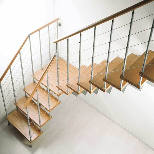 Металлическая лестница в частном доме модульной конструкции