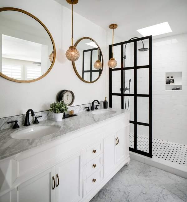 Стильные дизайн ванной комнаты со стеклянными душевыми дверями