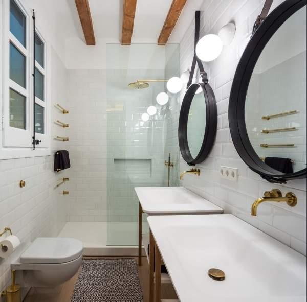 Стеклянная дверь в ванную комнату для отделения душа
