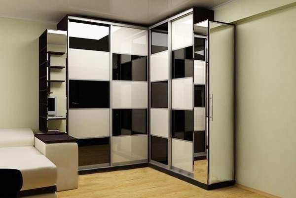Угловые встраиваемые шкафы купе в гостиную черного и белого цвета