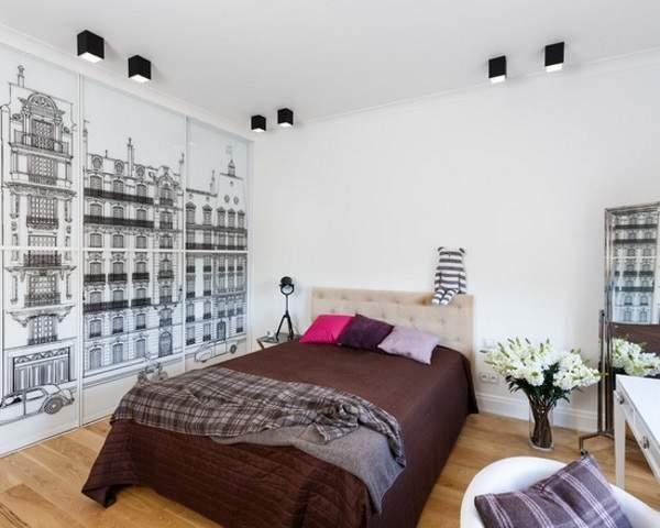 Встраиваемый шкаф купе в спальню с рисунком на дверях