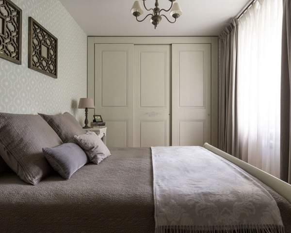 Деревянный встраиваемый шкаф купе в спальню трехстворчатый