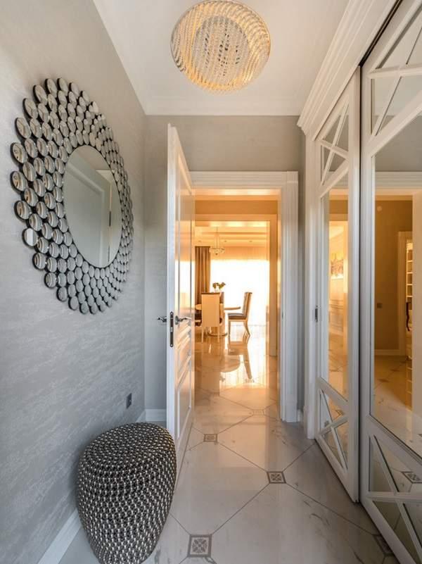 Встраиваемые шкафы купе белого цвета в дизайне коридора и прихожей
