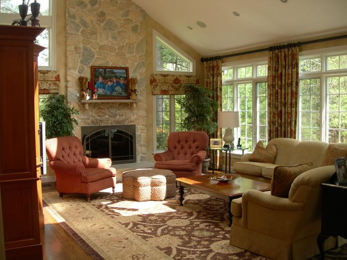 Камин в дизайне гостиной дома