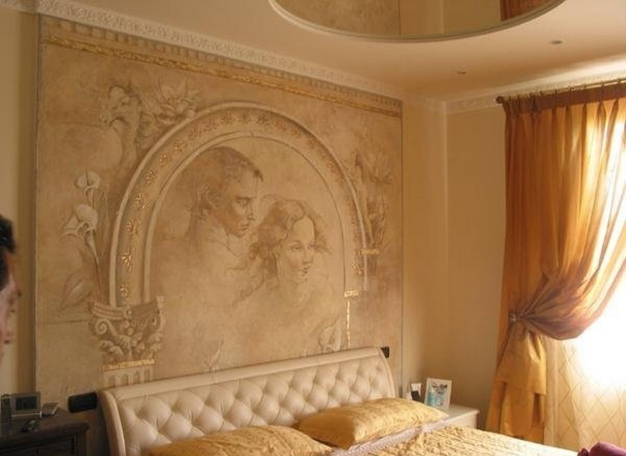 Отделка стен декоративной штукатуркой - фото в спальне