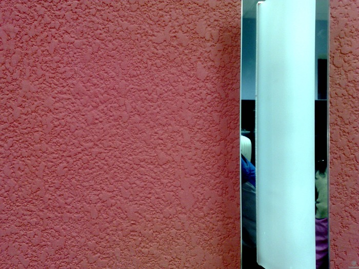 Как наносить декоративную штукатурку на стены фото 1