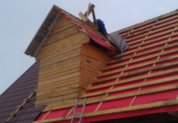 Монтаж крыши из металлочерепицы фото 3