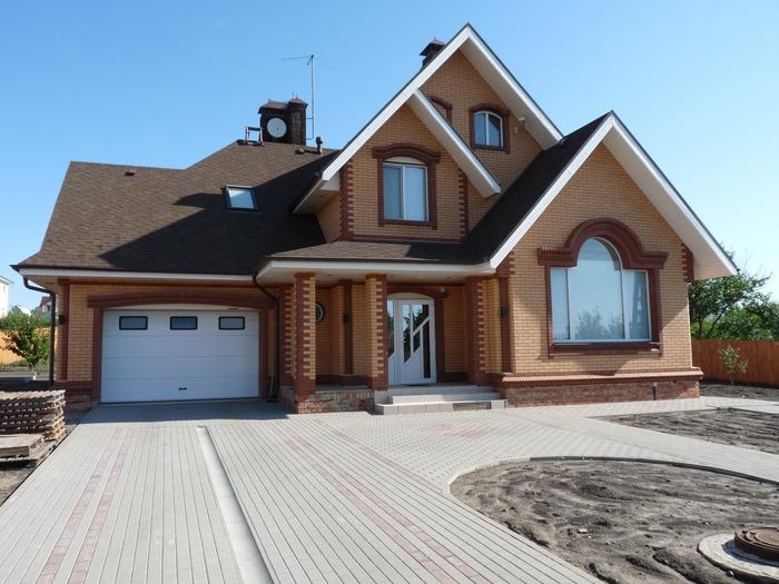 Дом с гаражом под одной крышей (надземный)