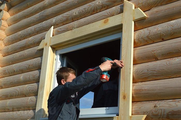 Как вставить окно в деревянном доме
