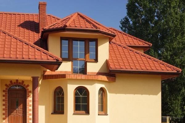 Коричневая крыша из металлочерепицы
