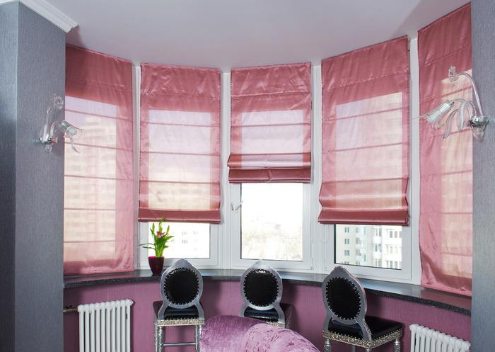 Розовые римские шторы на пластиковые окна фото