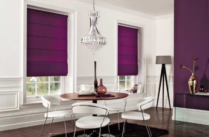 Фиолетовые каскадные римские шторы на пластиковые окна фото