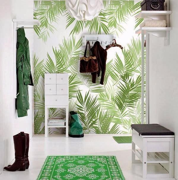 Зелёные обои в коридоре
