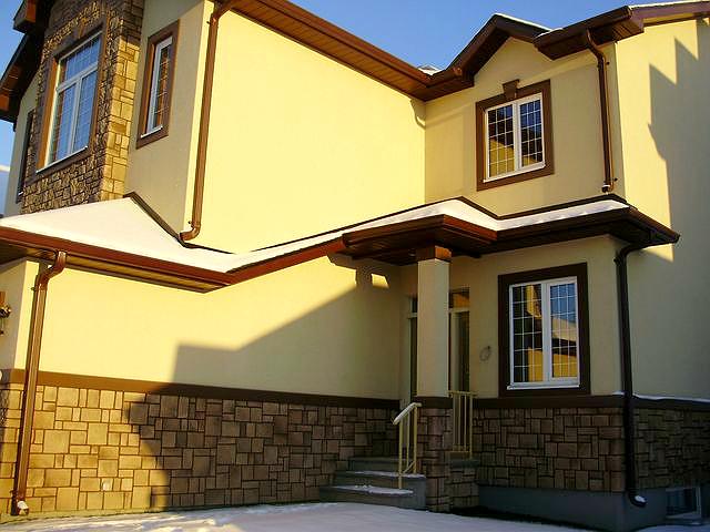 Желтая декоративная штукатурка фасада дома фото