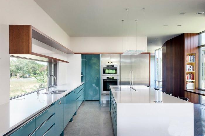 Интересный дизайн интерьера современной кухни