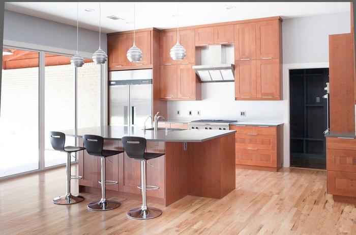 Сочестание металла и дерева в современной кухне