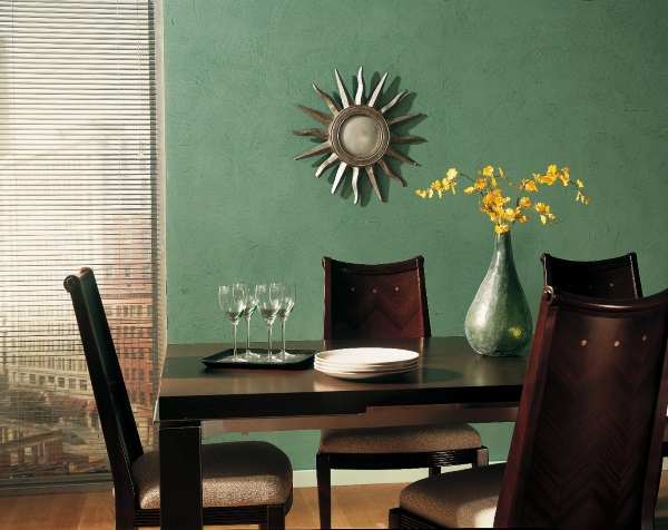 Зеленая венецианская штукатурка на кухне фото
