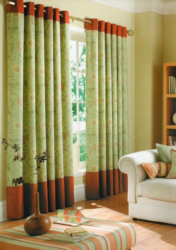 Красно-зеленые шторы для зала на люверсах - фото в интерьере