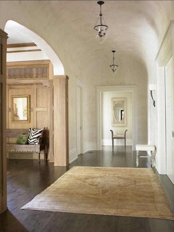 Шикарная венецианская штукатурка в коридоре фото