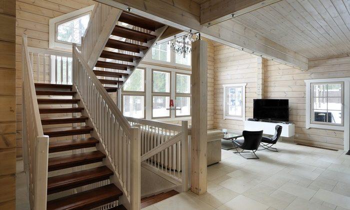 Интерьер лестницы в небольшом частном доме, фото 11