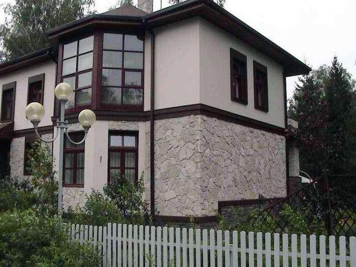 Фасад частного дома отделанный короедом, фото 14