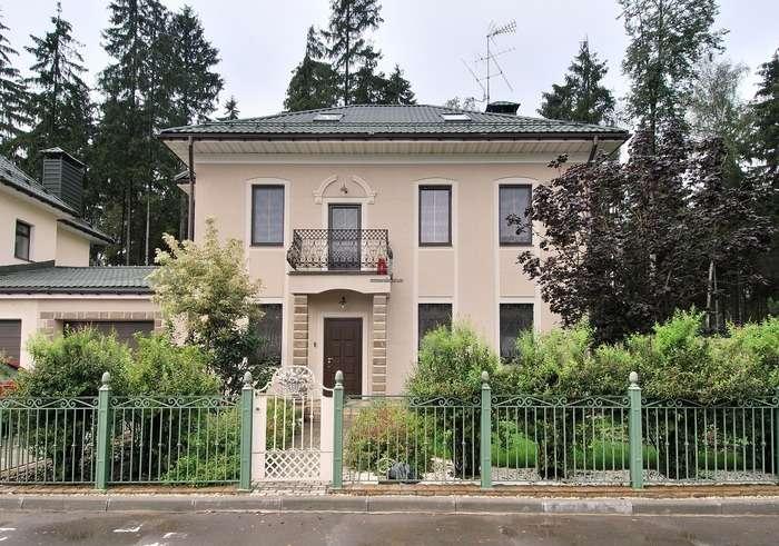 Фасад частного дома отделанный короедом, фото 16