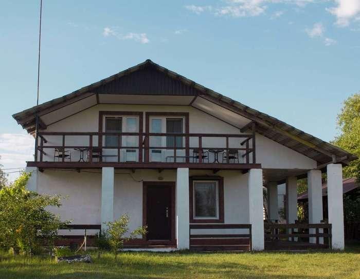 Фасад частного дома отделанный короедом, фото 20