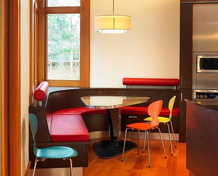 Кухонный уголок со столом фото