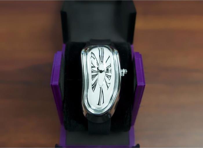 Часы Сальвадора Дали