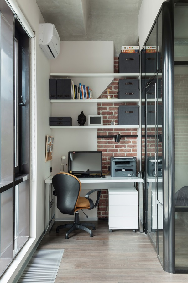 Дизайн маленького кабинета на балконе фото