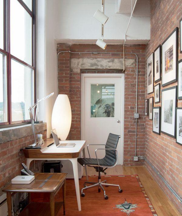 Кабинет в квартире на балконе в стиле лофт