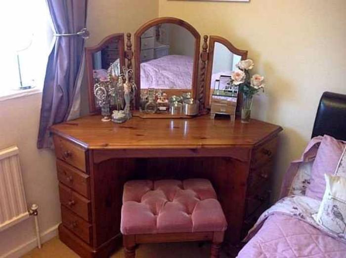 Угловой туалетный столик для спальни фото 36