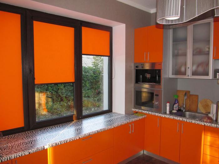 Оранжевые жалюзи на кухню 2017