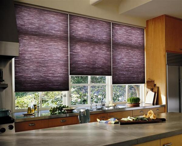 Жалюзи на окно в кухне фото