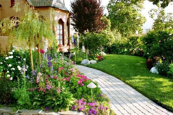 Ландшафтный дизайн двора частного дома, фото 10