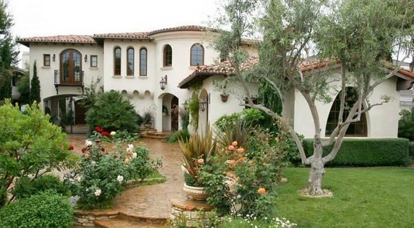 Ландшафтный дизайн двора частного дома, фото 11