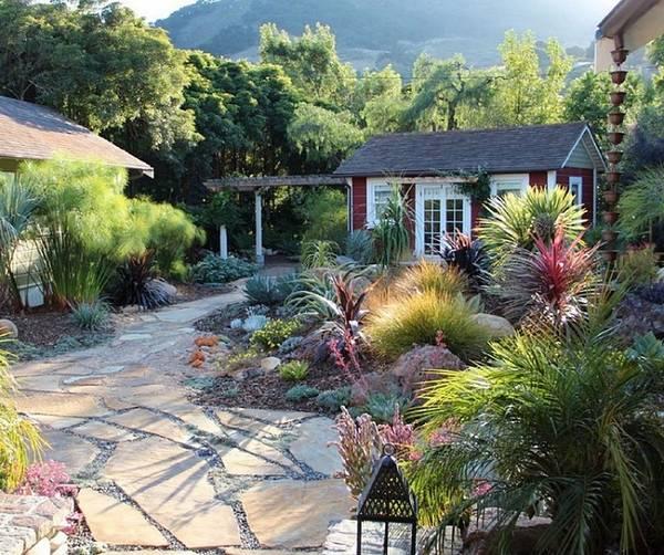 Фото идеи как оформить красивый двор у дома