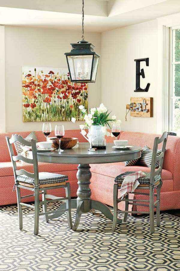 маленький розовый угловой диван на кухню
