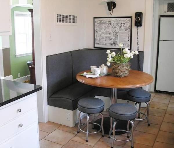маленький угловой раскладной диван на кухню